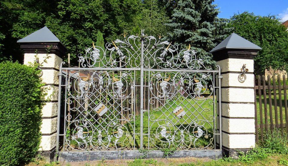 Les avantages et inconvénients du portail en métal